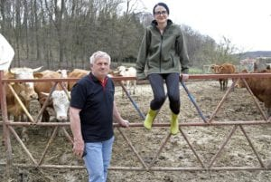 Helena Vugec Fabek (na slici s ocem Darkom) bavi se i uzgojem stoke za tov
